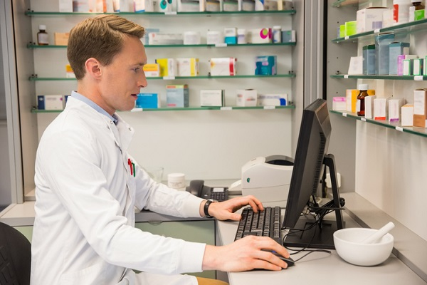 Pharmacy assistants should be comfortable using a computer