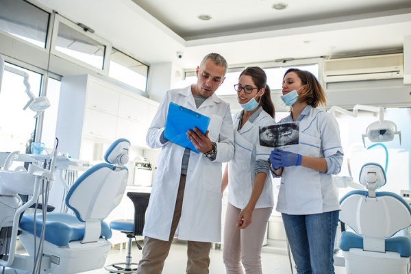 Every day of your internship you will have the chance to learn from dentists and hygienists